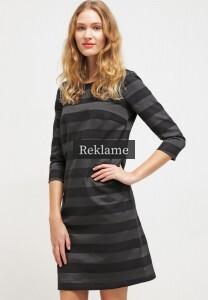 9c6c458dce6 en knælang sommerkjole, denne kjole har dog en samlet længde på 96 cm,  hvilket er lidt mere end to to forrige modeller.